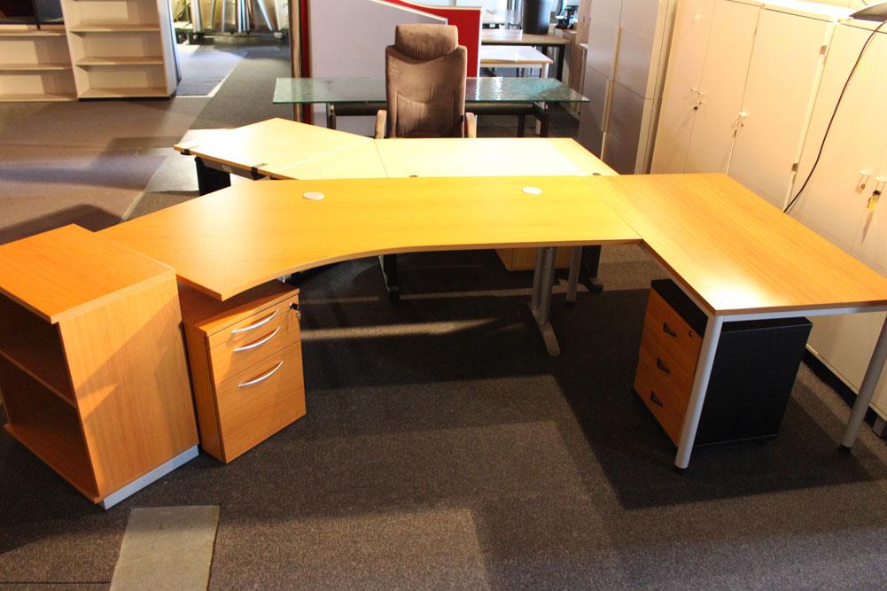 Schreibtisch mit Ansatz Kirschbaum Dekor - Büromöbel DIREKT Frankfurt