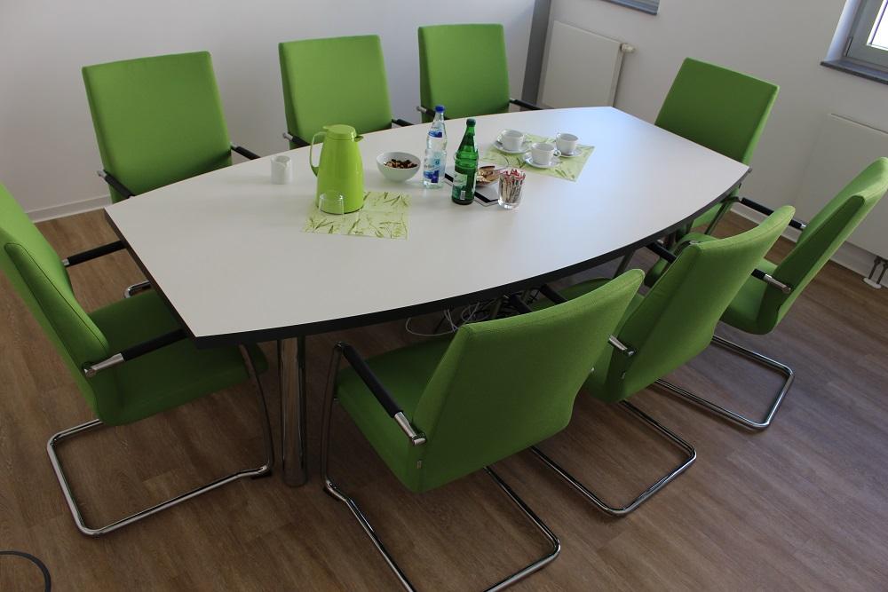 Konferenztisch Tonnenform 240x120/80 weiß/Anthrazit - Büromöbel ...