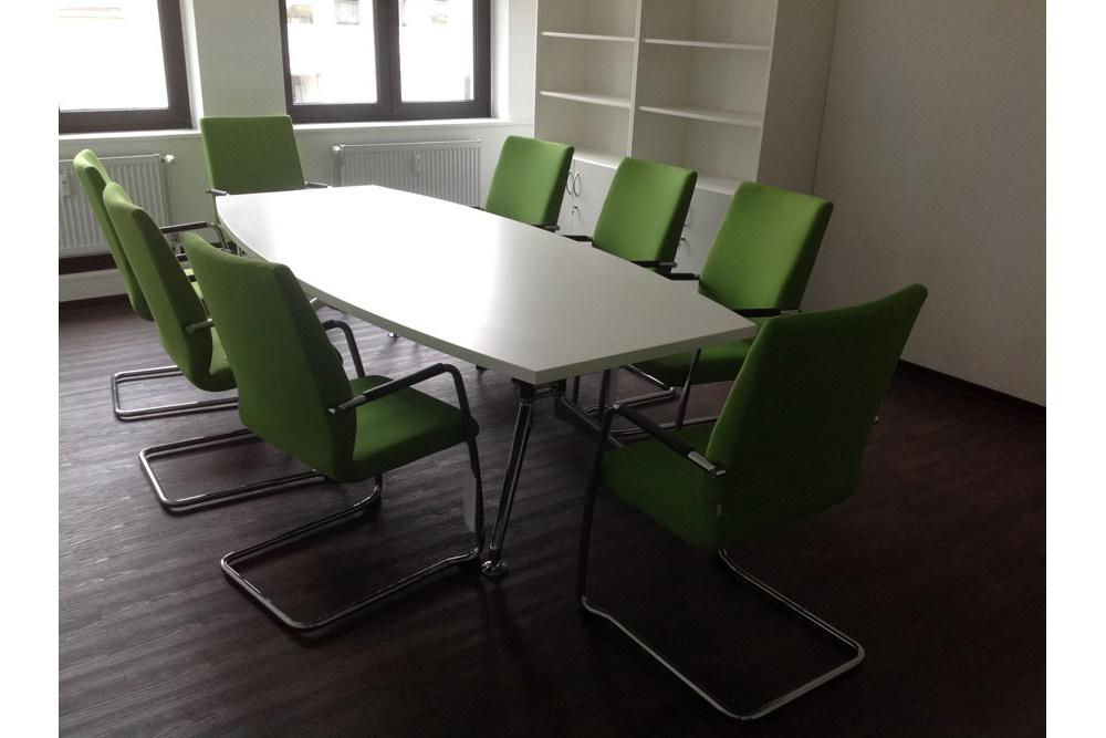Konferenztisch Tonnenform weiß 240x120/80 - Büromöbel DIREKT Frankfurt