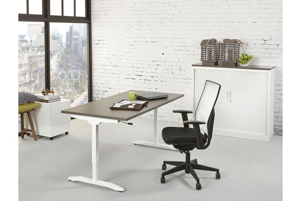 Schreibtisch mit auszug for Designburo frankfurt