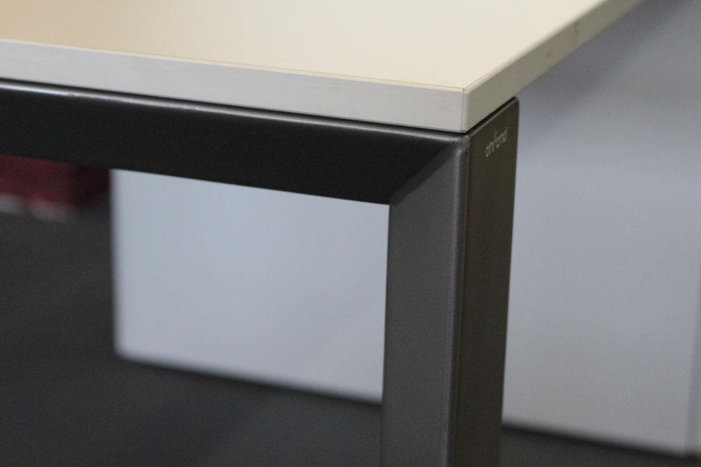 schreibtisch 180x100 lichtgrau b rom bel direkt frankfurt. Black Bedroom Furniture Sets. Home Design Ideas